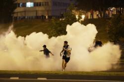 Běloruská policie používá proti protestujícím slzný plyn