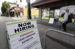 Trh práce v USA se pozvolna zlepšuje (červnový snímek je z Floridy)