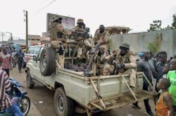 vojáci před rezidencí malijského prezidenta