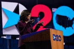 Kandidátka na viceprezidentku Harrisová při svém projevu na sjezdu Demokratů