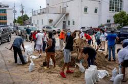 Lidé v New Orleans se připravují na úder hurikánu Laura