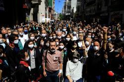 Turečtí právníci uctili v ulicích památku Ebru Timtikové