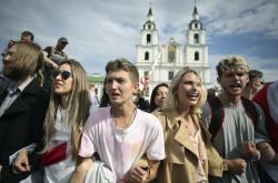 Běloruští studenti během demonstrace v Minsku