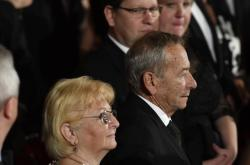 Věra Kuberová se zesnulým manželem Jaroslavem Kuberou na udílení státních vyznamenání v říjnu 2019