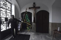 Pietní akt u sochy horníka na Univerzitním náměstí v Karviné a bohoslužba v kostele Povýšení sv. Kříže