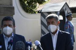 Jan Hamáček a Andrej Babiš po jednání s prezidentem v Lánech