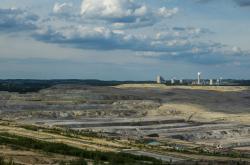 Důl Turów s elektrárnou v pozadí