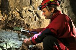 Výzkum plastových odpadů v jeskyních
