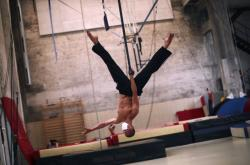 Studenti Střední cirkusové škole (ESAC) v Bruselu se připravují na nové představení
