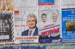 Volební plakáty ČSSD a ANO