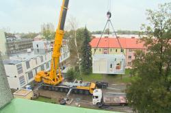 Stavba nemocnice z kontejnerů