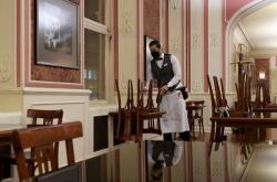 Omezení provozu kvůli koronaviru v pražské Café Louvre