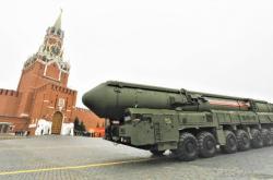 Mezikontinentální raketa Jars RS-24 na Rudém náměstí