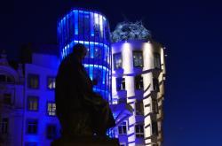 Modře osvětlené budovy symbolicky připomněly 75 let od vzniku Organizace spojených národů