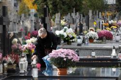 Všechny polské hřbitovy budou kvůli epidemii uzavřeny
