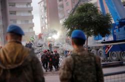 Záchranáři v Izmiru