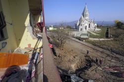 Katedrála Krista Spasitele po bombardování v Šuše