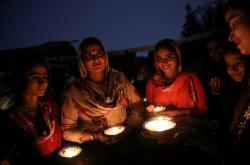 Hinduisté oslavili po celém světě svátek Díválí
