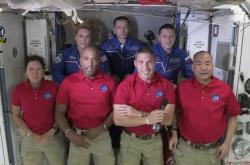 Astronauti Shannon Walkerová, Victor Glover, Michael Hopkins a Soiči Noguči.