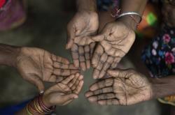 Ženy z Malajsie se na ostrově Sumatra snaží vymanit z chudoby pěstovnáním palmového oleje