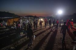 Tigrajci utíkají z místa konfliktu