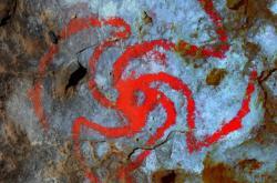 Digitálně zvýrazněný obrazec v kalifornské jeskyni