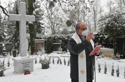 Pietní místo pro nenarozené a zesnulé děti vysvětil kněz Václav Slouk