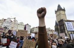 Demonstrace proti rasismu na Staroměstském náměstí v Praze, červen 2020