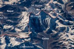 Mount Everest na satelitním snímku