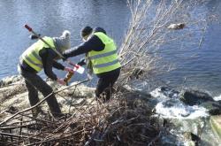Odběr vzorků vody z Bečvy