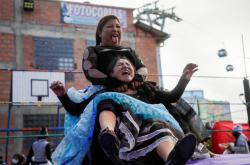 Bolivijské ženy, které se živí wrestlingem, se vrací po lockdownu zpět do zápasnického ringu