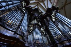 Varhanáři rozebírají Englerovy varhany v chrámu svatého Mořice v Olomouci