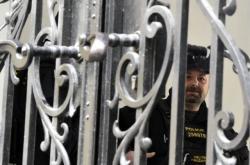Policista při zásahu na radnici městské části Brno-střed
