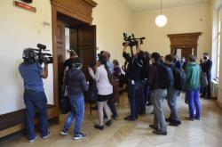 Novináři u Krajského soudu v Brně, který projednávat korupční kauzu Stoka