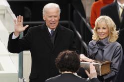 Bidenova viceprezidentská přísaha roku 2013