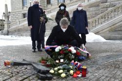Představitelé Senátu položili květiny u památníku Jana Palacha