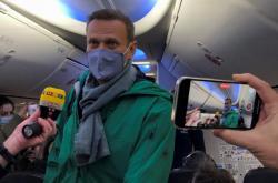 Alexej Navalnyj na palubě letedla mířícího do Moskvy