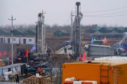 Záchranné práce v čínském dole na zlato