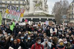 Demonstrace na náměstí Place de la Republique v Paříži