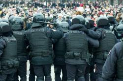 Těžkooděnci na moskevské demonstraci