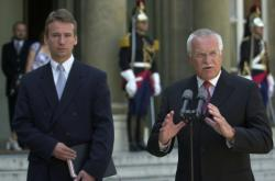 Tomáš Klvaňa v roce 2003 jako tiskový mluvčí prezidenta Václava Klause