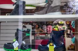 Maloobchodům klesly tržby