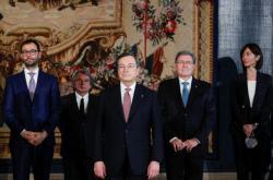 Nový italský premiér Mario Draghi se svojí vládou při jmenování