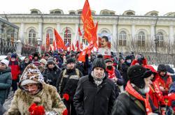 Protestující komunisté a příslušníci Levé fronty v centru Moskvy