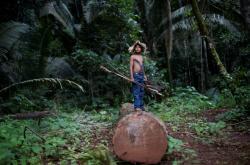 Dítě z amazonského kmene Uru-eu-wau-wau