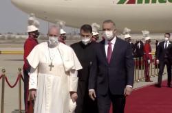 Hlava katolické církve papež František zahájil historickou první cestu do Iráku