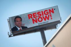 Billboard vyzývající Cuoma k rezignaci