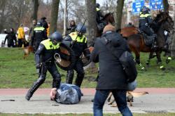 Zásah policie proti demonstraci v Haagu
