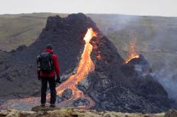 Po stovkách malých zemětřesení vybuchla 19. března 2021 sopka poblíž islandského hlavního města Reykjavíku. Tímto se naplnili předpoklady vědců, kteří výbuch dle měření předpovídali