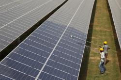 Solární farma v indickém Gudžarátu